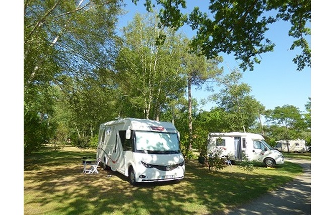 Camping Les Ourmes 13 - Hourtin