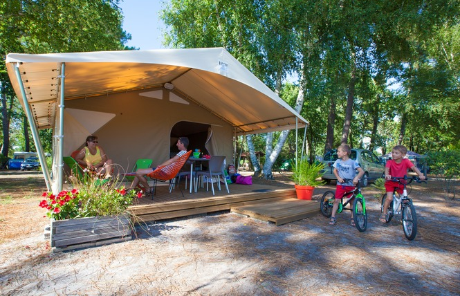 Camping Les Ourmes 16 - Hourtin